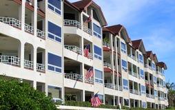 Fileira de edifícios de apartamento Imagens de Stock