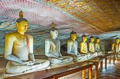 A fileira de estátuas de assento da Buda Fotos de Stock