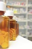 Fileira de frascos de comprimido Imagem de Stock