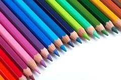Fileira de lápis coloridos Fotos de Stock Royalty Free