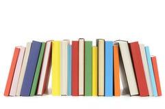 Fileira de livros de bolso coloridos imagem de stock royalty free