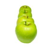 Fileira de maçãs verdes imagem de stock