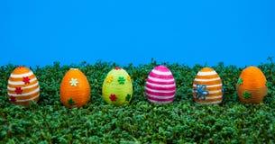 Fileira de ovos de easter no agrião Imagem de Stock Royalty Free