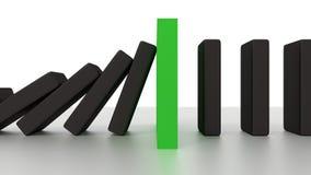 Fileira de queda do dominó com parte verde da parada na mesa Fotografia de Stock