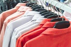 Fileira de revestimentos coloridos do verão imagens de stock