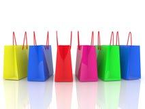 Fileira de sacos de compras coloridos no branco ilustração do vetor