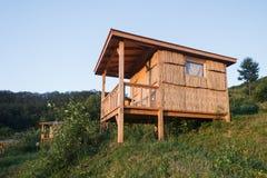Fileira do bungalow no acampamento de acampamento Fotos de Stock
