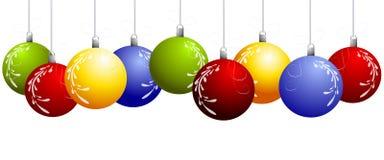 A fileira do Natal de suspensão Ornaments a beira Imagens de Stock Royalty Free