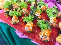 Fileira do sushi na placa Fotografia de Stock Royalty Free