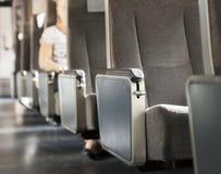 Fileira dos assentos no trem Fotos de Stock
