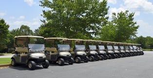 Fileira dos carrinhos de golfe Fotos de Stock