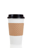 Fileira dos copos de café de papel no branco Fotografia de Stock Royalty Free