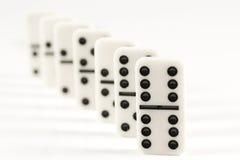 Fileira dos dominós brancos Foto de Stock Royalty Free