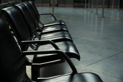 Fileira dos lugares vazios no aeroporto imagens de stock
