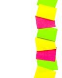 Fileira vertical das etiquetas de papel Fotos de Stock Royalty Free
