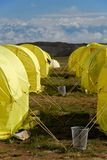 Fileiras das barracas no acampamento base Fotografia de Stock Royalty Free
