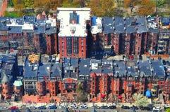 Fileiras das casas na baía traseira, Boston Fotos de Stock