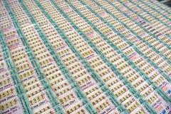 Fileiras de bilhetes de loteria em Tailândia imagem de stock