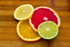 Fileiras de círculos do fruto Fotos de Stock