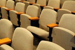 Fileiras de cadeiras no auditório Fotografia de Stock