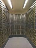 Fileiras de caixas de depósito seguro luxuosos imagens de stock