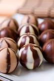 Fileiras de doces de chocolate Fotografia de Stock Royalty Free