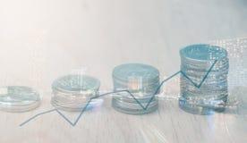 Fileiras de moedas tailandesas Fotografia de Stock