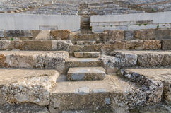 Fileiras dos assentos de pedra de mármore no teatro do grego clássico em Ephesus Fotografia de Stock
