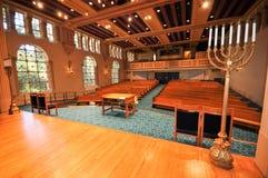Fileiras dos bancos em uma sinagoga Fotografia de Stock Royalty Free