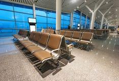 Fileiras dos bancos no aeroporto Foto de Stock Royalty Free