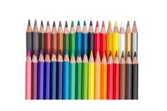 Fileiras dos lápis coloridos isolados no branco Foto de Stock Royalty Free