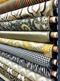 Fileiras dos parafusos da tela do material Imagem de Stock