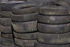 Fileiras dos pneumáticos empilhados (3) Imagem de Stock