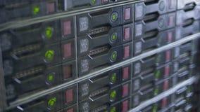 Fileiras infinitas de discos rígidos do servidor da operação filme