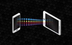Filesharing- Konzepte Isometrische Gestaltungselemente auf dem schwarzen Hintergrund Übertragungssmartphone und Tablette der Info stock abbildung