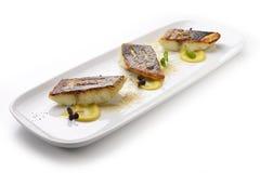 Filet de bar de mer sur la sauce à kaki et des gras en poudre de foie Photo stock