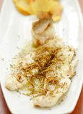 Filet de poissons blancs avec les truffes noires Images stock