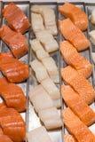 Filet de poissons sur un support dans un foodmarket local Images libres de droits