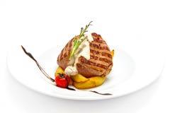 Filet de porc grillé avec la sauce aux champignons crémeuse Photo libre de droits