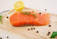 Filet des poissons rouges Filet saumoné frais Image stock