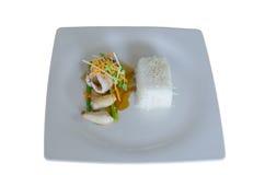 Filet grillé de bar avec de la sauce à teriyaki, service avec le courant Photos libres de droits