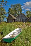 Filet-hangars et bateau de pêche photographie stock
