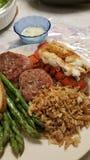 Filet Mignon Lobster Asparagus et pilaf de riz images stock