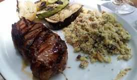 Filet mignon met crumbs stock foto's
