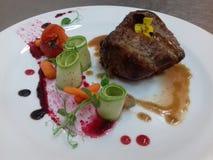 Filet van rundvlees met de saus van Madera mooi plateren stock afbeeldingen