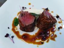 Filet van rundvlees met selderie en demiglace royalty-vrije stock foto