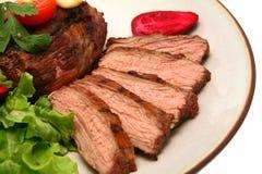 Filete asado a la parilla de la carne en plato Foto de archivo libre de regalías