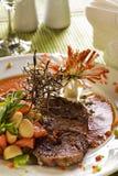 Filete asado a la parilla en salsa picante Fotografía de archivo
