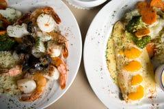 Filete, camarones y arroz Imagen de archivo libre de regalías