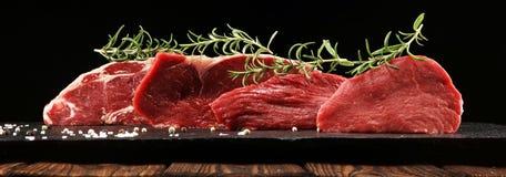 Filete crudo Ase a la parilla a Rib Eye Steak, filete envejecido seco del bistec de costilla de Wagyu fotografía de archivo libre de regalías